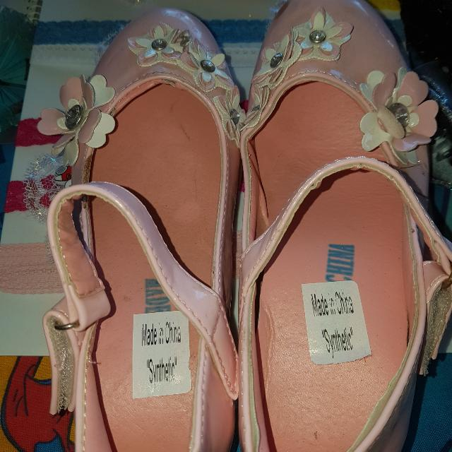 Girls Pink Flower Velcro Shoes.