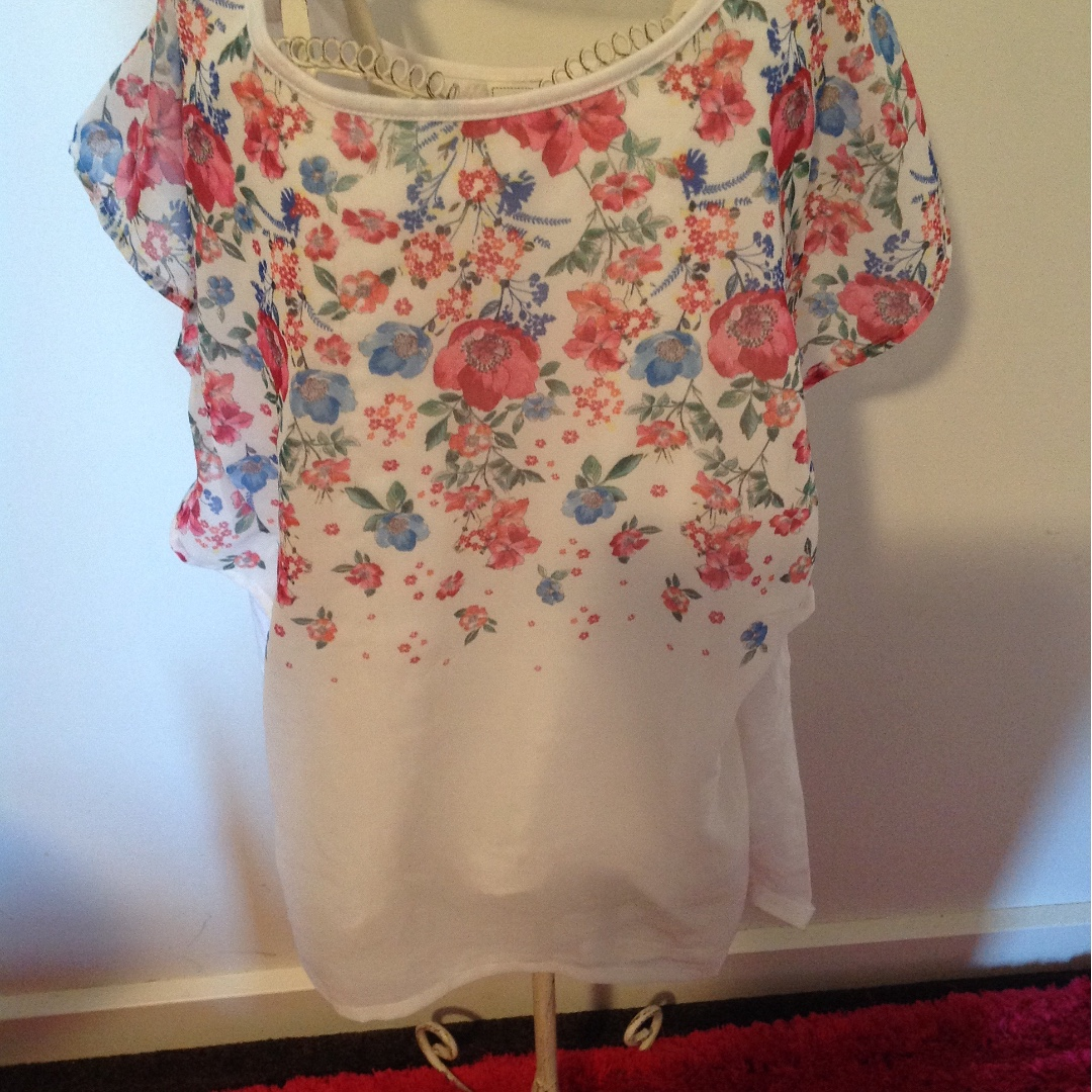 Jeanswest floral top