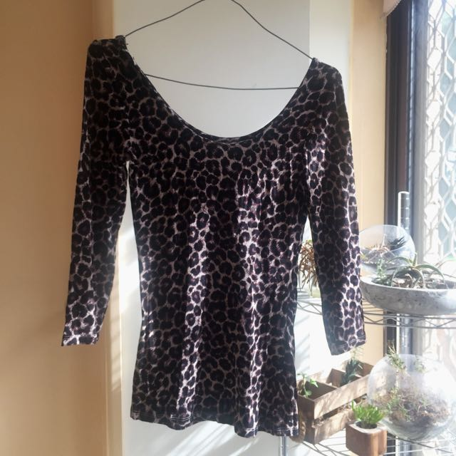Leopard Print 1/4 Long Sleeved Top