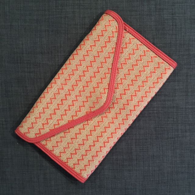 Pink/cream woven clutch