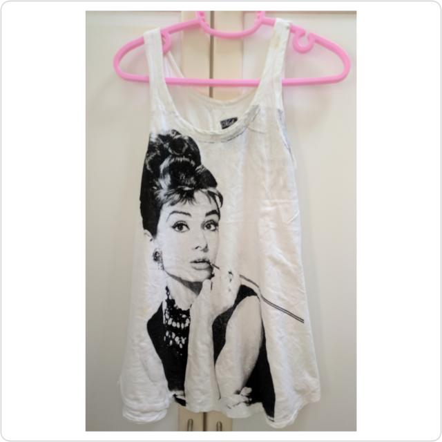 d43029ba425d80 Preloved Audrey Hepburn Sleeveless Top