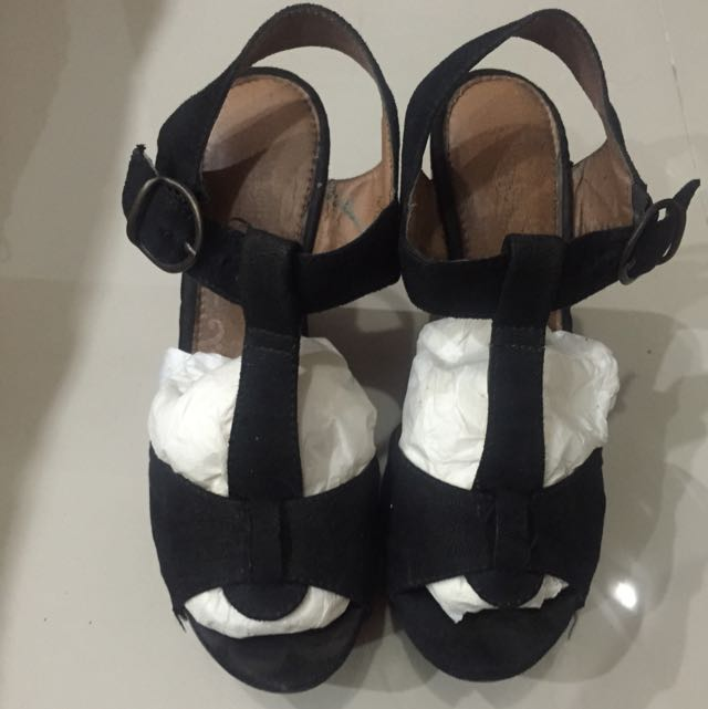 SUPERSALE - Payless Black Wedges