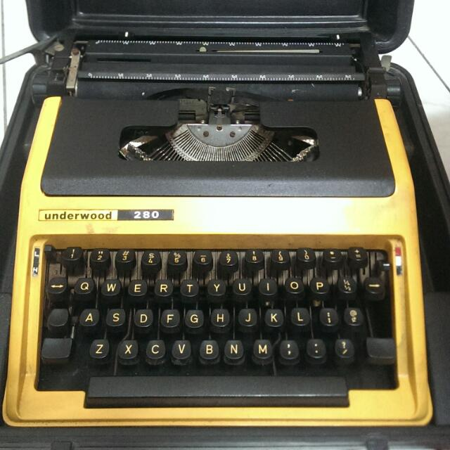 Underwood 古董打字機(外殼保證書還在)