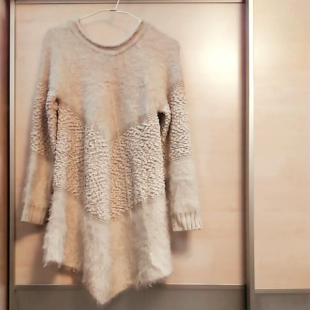 波西米亞風V形下擺長版毛衣