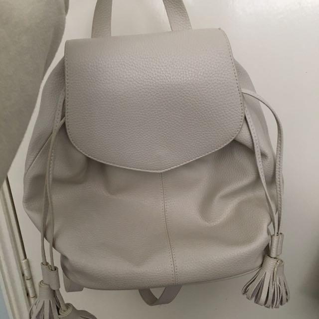 Zara white Backpaxk