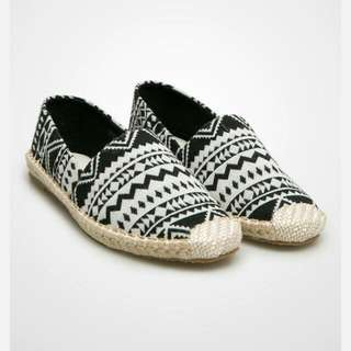 Tribal Shoes by Les Femmes (NEGO TIPIS) Flat Shoes/Slip On Shoes/Casual Shoes/Sneakers/Platform Shoes/sepatu Wanita/fesyen Wanita