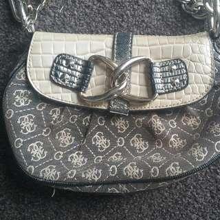 GUESS Handbag / Clutch