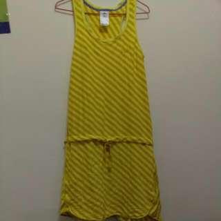含運~Adidas 愛廸達 女生 無袖抽繩裙 黃條紋 L號