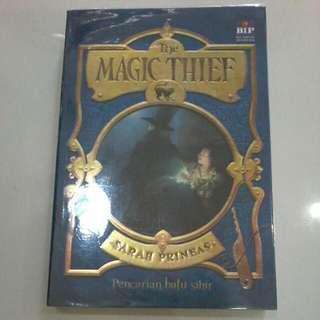Novel The Magic Thief 1 ( Dapat Sticker Bisa Digunakan Sebagai Pembatas Buku )