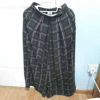 💚Dark Green Checkered Culottes / Pants
