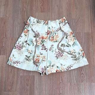 🌻💛Yellow Floral Shorts💛🌼