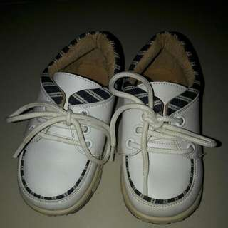White shoes for toddler size 23