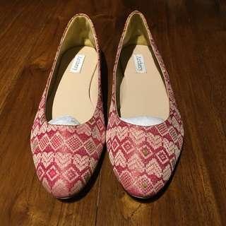 ARCHERY Batik Shoes