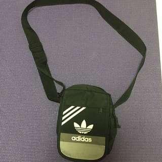 Adidas Original 旅行用多格斜咩袋仔