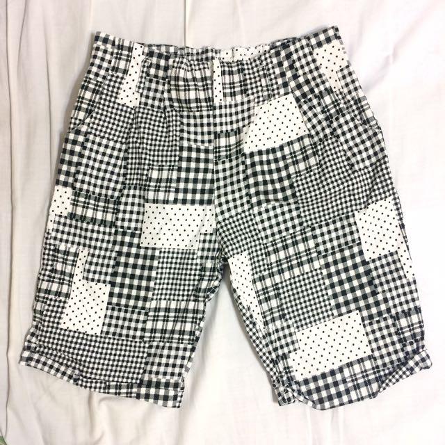 方的圓點的黑白及膝五分褲 #兩百元短褲
