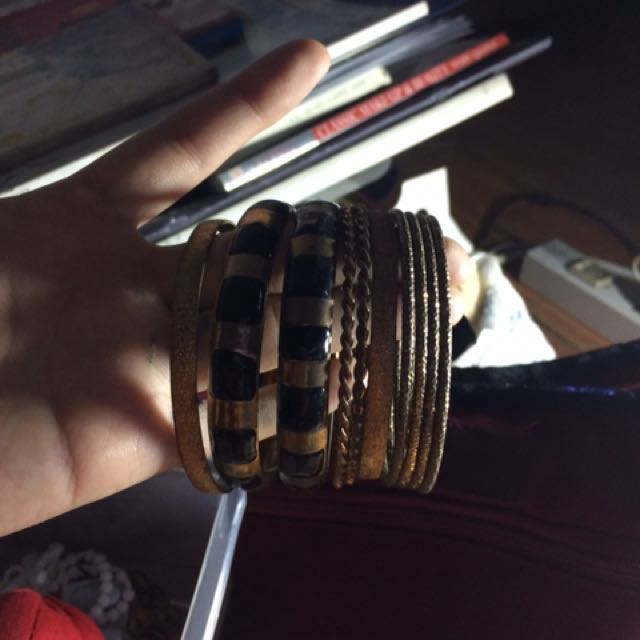 Bangles for 50 pesos only