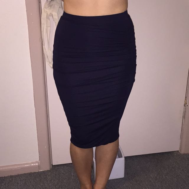 Bardot Skirt Ruffled Along The Side Stretch Material Size 6-8