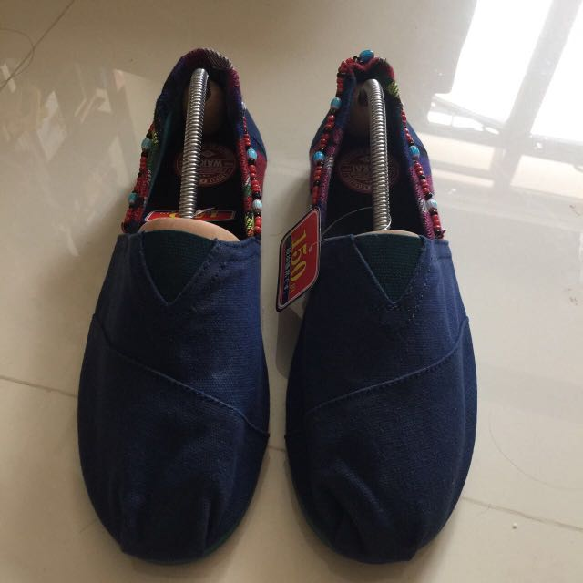 ca7f2dc75d19 BN Wakai Shoes Like Toms   Bobs