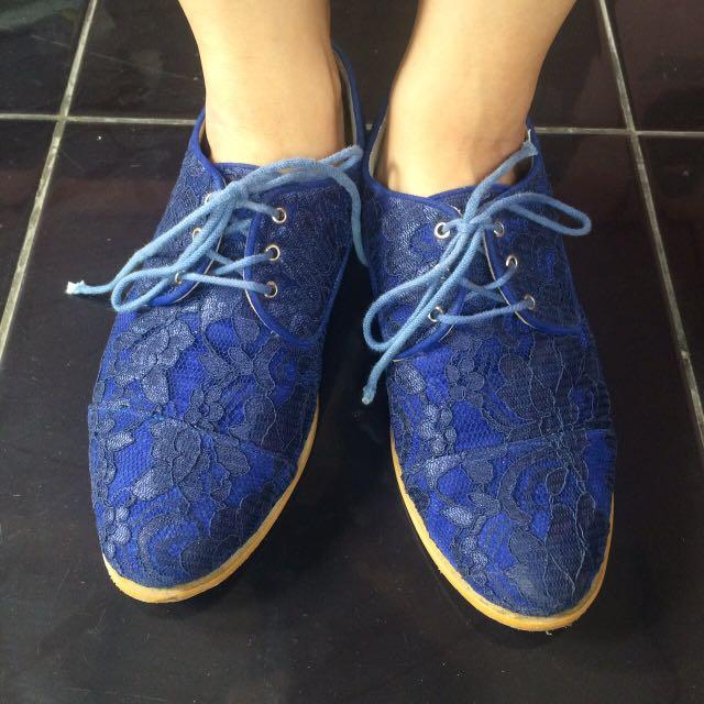 Lace Shoes (Sepatu Brukat 37)