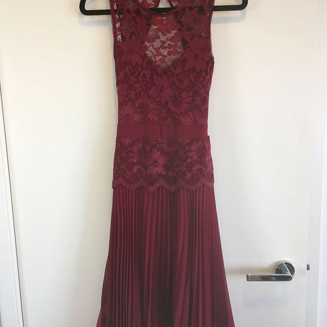 ELISE RYAN London Stunning Cocktail Formal Party Dress Burgundy Purple Lace New With Tags BNWT Pleated Backless Size 6-8