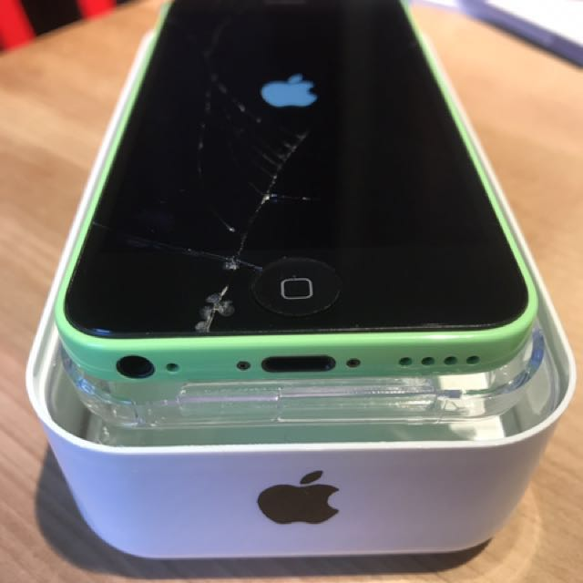 iPhone 5c 32gb w LIFEPROOf Case