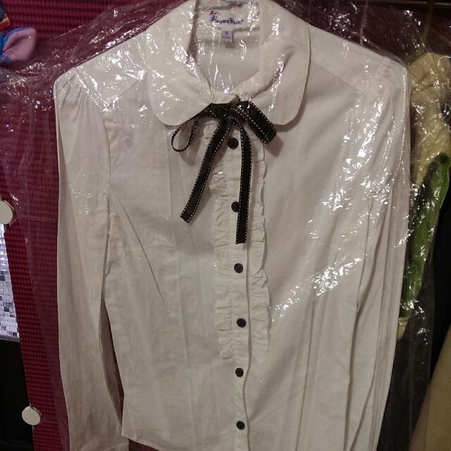 K牌專櫃白襯衫(前排扣花邊設計)附領帶