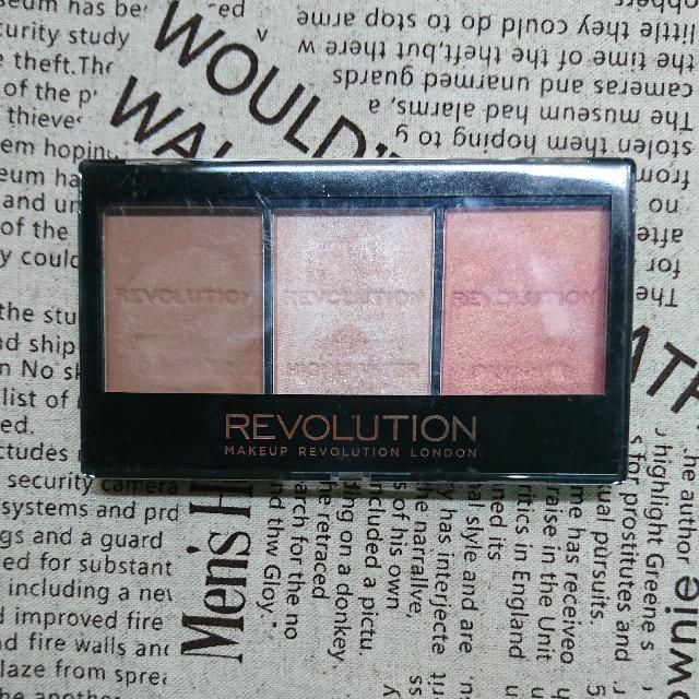 Makeup Revolution Ultra Sculpt & Contour kit #Ultra Fair C01 打亮修容盤