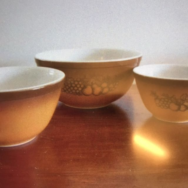 Old Orchard Pyrex Mixing Bowl Set. Vintage., Home Appliances on ...