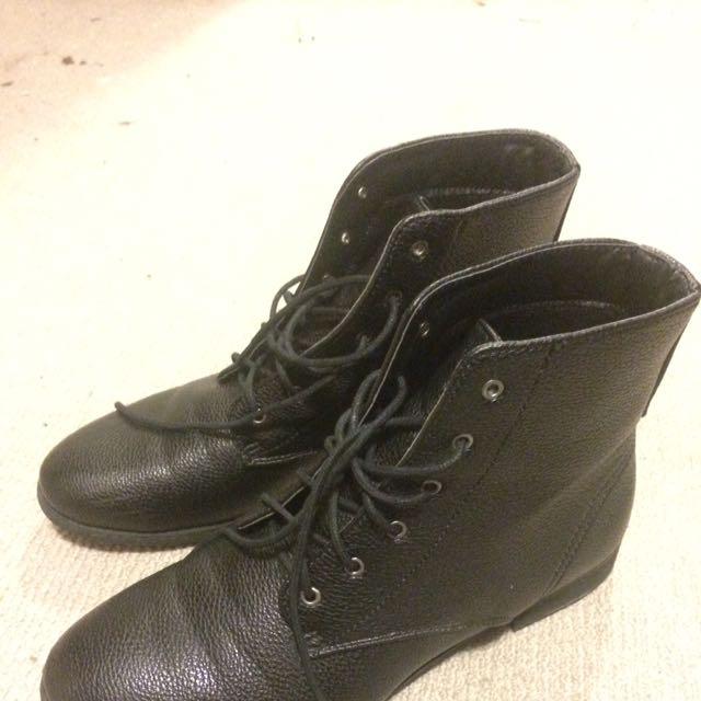 OSOS Black Boots