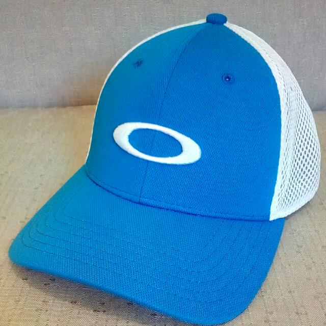 Preloved Oakley Cap Close Cap/ Net Small / Medium Size Blue