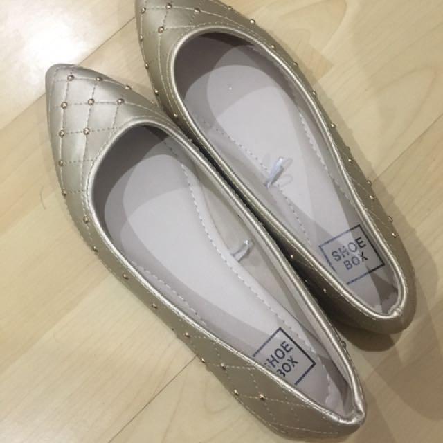 SM shoebox gold shoes