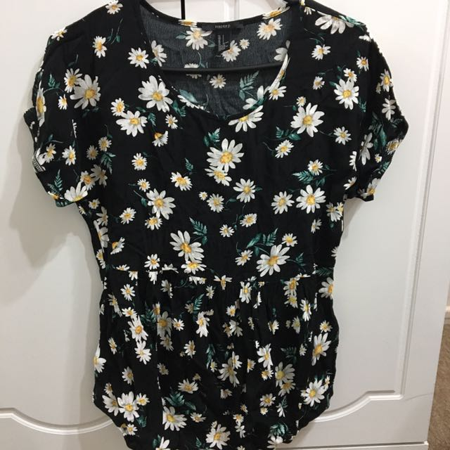 Small FOREVER21 Sunflower Themed Top 🌻