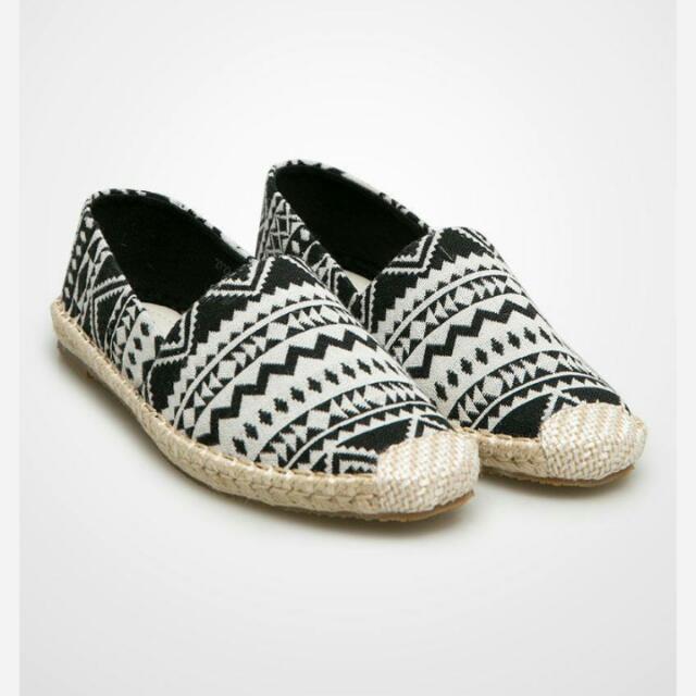 Tribal Shoes by Les Femmes (NEGO TIPIS) Flat Shoes/Slip On Shoes/Casual Shoes/Sneakers/Platform Shoes/sepatu Wanita/fesyen Wanita