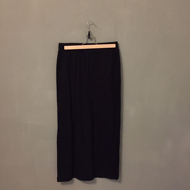 售兩件全新uniqlo 後開衩長裙 黑/灰綠兩色