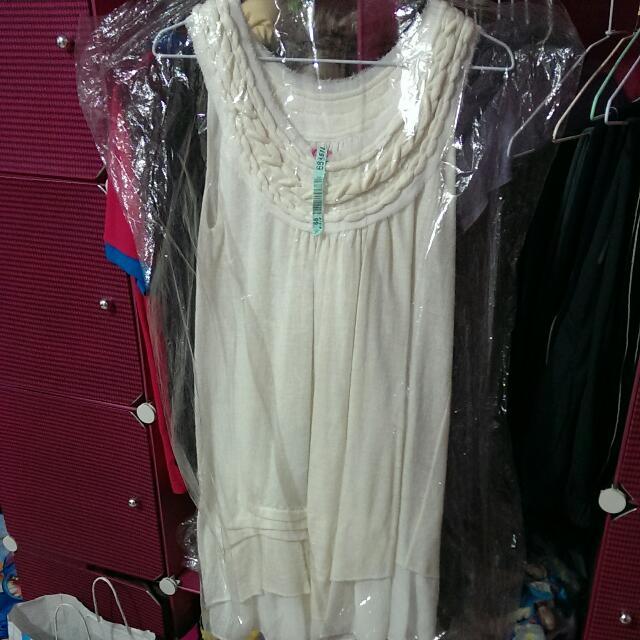 VK 米白色下擺不規則造型洋裝