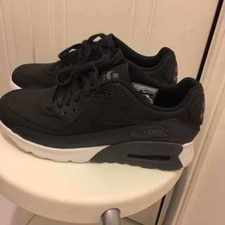 Nike Air Max Black And White Women's Size 8