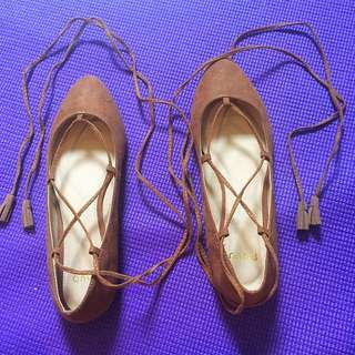 Ballet flat with lace up