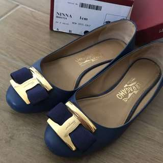 Ferragamo (Real) 平底鞋有盒