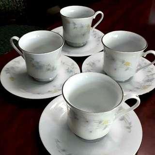 Ceramics Set Of 4 Teacups And Saucer