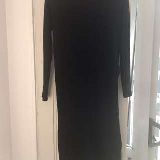 HIGH SLIT BLACK SWEATER DRESS size 8