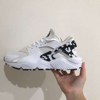 NEED GONE!!! RRP: $200 CAMO NIKE HUARACHES