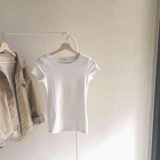 乳白色短袖t