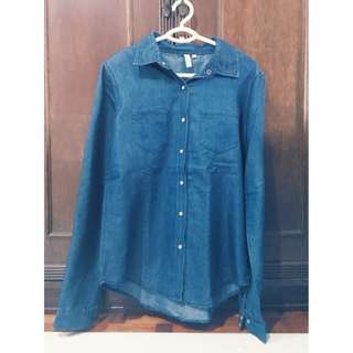 Denim Button Down Polo Size L Php 350