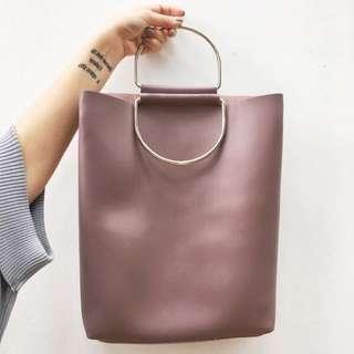 紫藕色肩背包