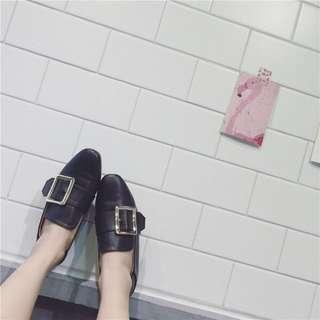 大釦平底鞋
