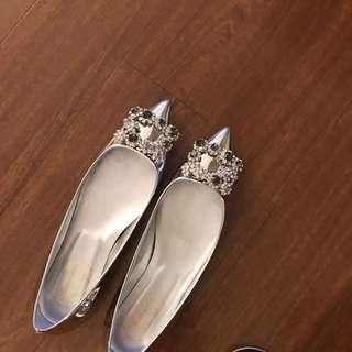 水礸方扣銀色平底鞋