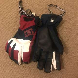 Used DC Snow Gloves Small