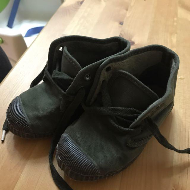 近新Cienta西班牙黑底帆布高筒香香鞋