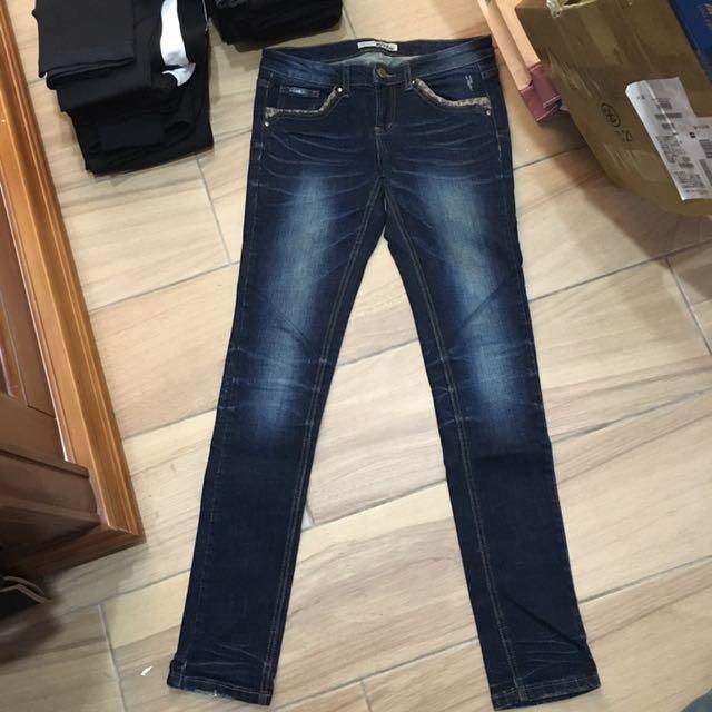 顯瘦刷色牛仔褲