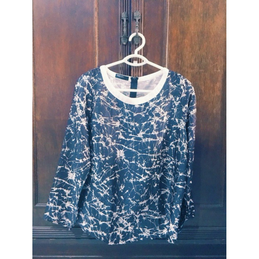 Abstract Blouse Size L Php 300